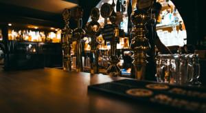 Anglia ma harmonogram wychodzenia z lockdownu. Hotele i puby ruszą w maju