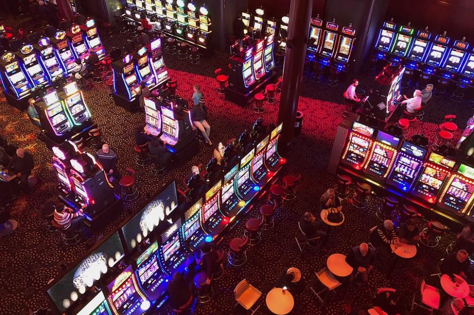Zakaz spożywania napojów lub posiłków w kasynach i salonach z automatami