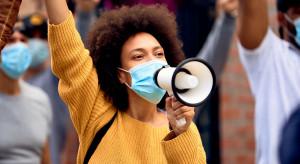 Węgrzy demonstrują przeciwko restrykcjom epidemicznym