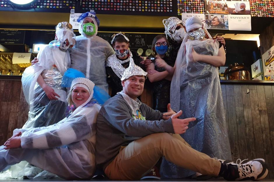 Pub PiwPaw pracuje nad pokazem mody pandemicznej