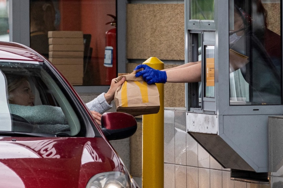 Ruch w fast foodach wciąż na dużym minusie