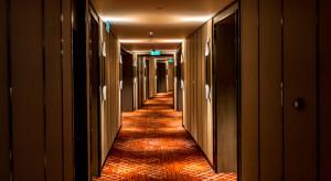 Pożar ujawnił gości w zamkniętym hotelu