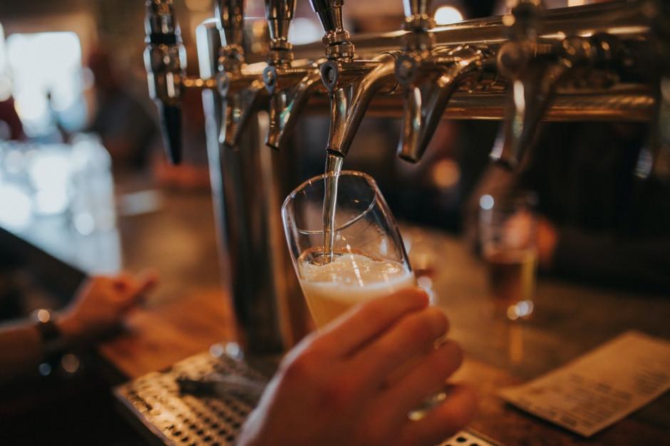 Tłumy w londyńskich pubach po złagodzeniu restrykcji