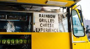 Średni wiek food trucka to 21 lat