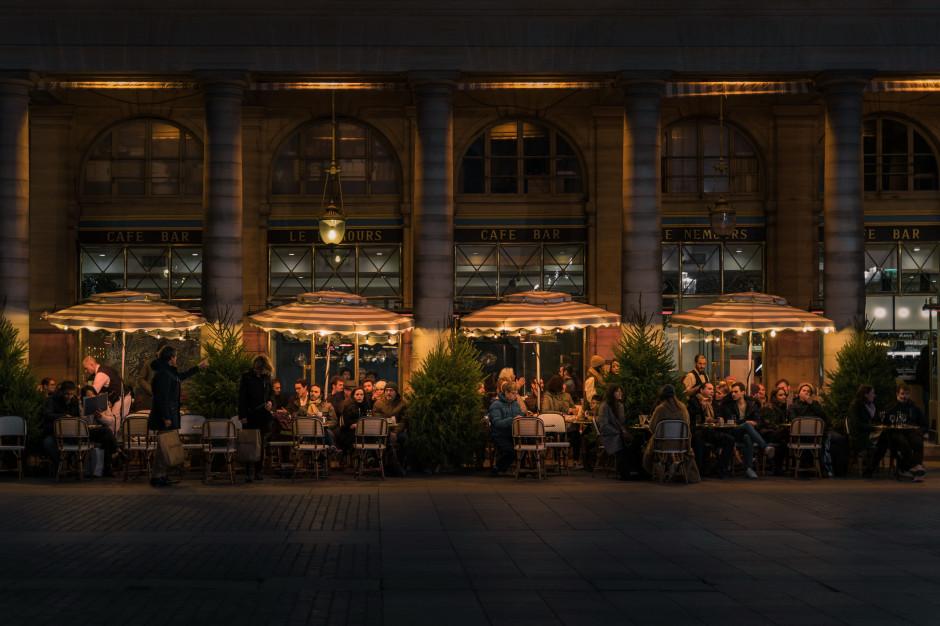 Kolejne kraje łagodzą restrykcje i otwierają ogródki restauracyjne