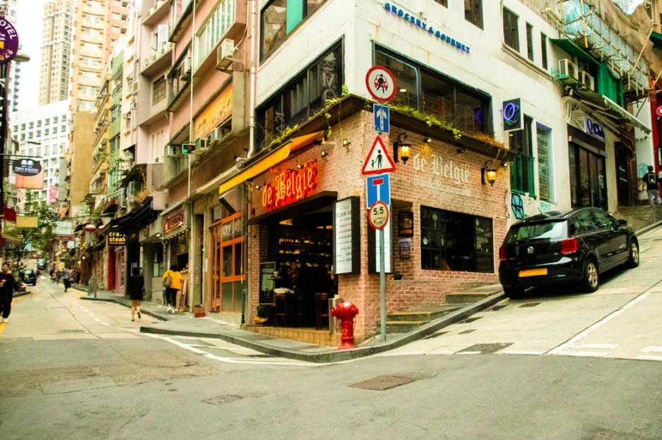 W Hongkongu bary otwarte tylko dla zaszczepionych na Covid-19