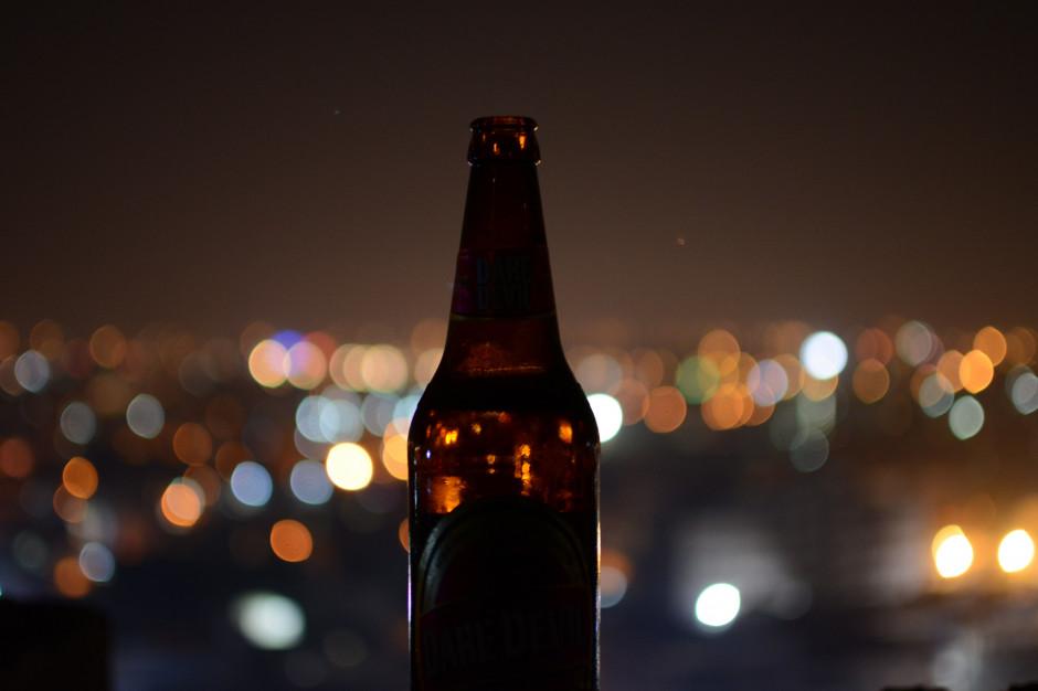 Warszawa: nie planów zmian ws. zakazu picia alkoholu nad Wisłą