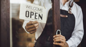 4 maja otwarcie galerii handlowych. Później hotele i gastro