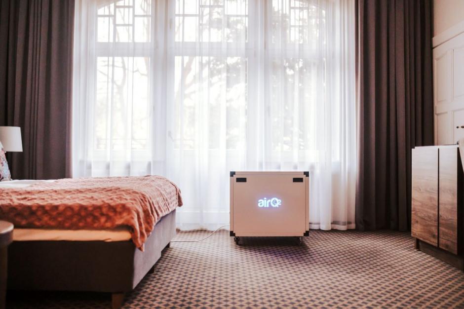 Hotel Dębowy testuje antywirusowy oczyszczacz powietrza