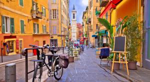 Luzowanie obostrzeń we Francji krytykowane przez epidemiologa