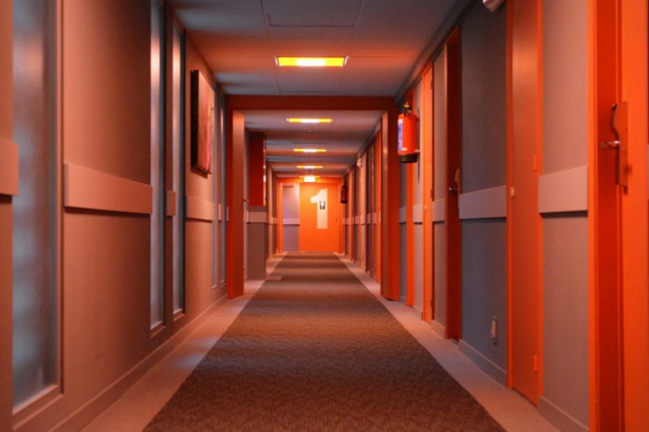 Otwarcie hoteli to dobry początek. jednak symboliczny