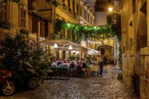 Rzym: Restauratorzy wyczekują zniesienia godziny policyjnej