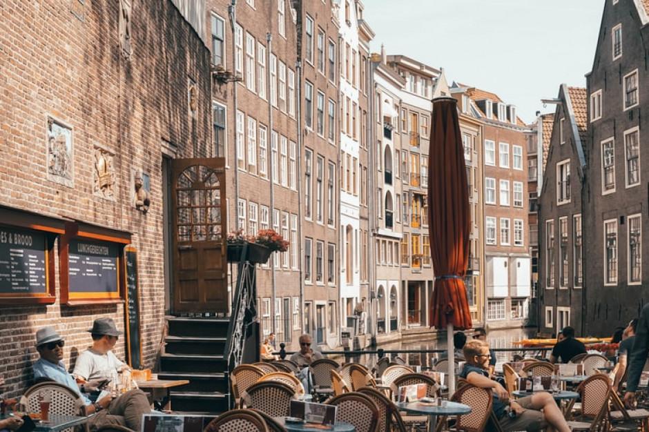 Holandia przedłuża działalność ogródków gastronomicznych