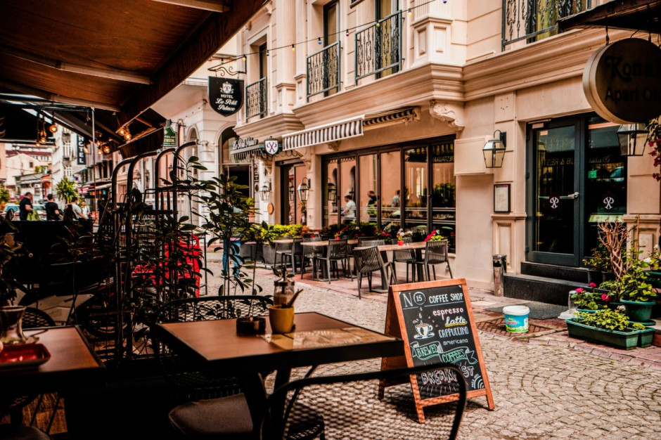 Francja czeka na otwarcie restauracji i kawiarni