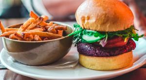 Roślinne burgery wygrywają z karkówką