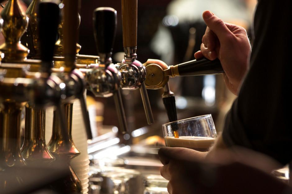 W Oslo po blisko 200 dniach przerwy otwarto puby i restauracje