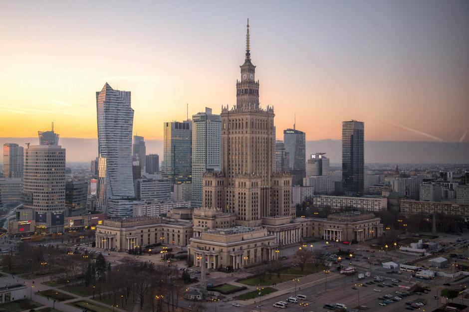 Warszawa: W stołecznych lokalach w południe było mało gości