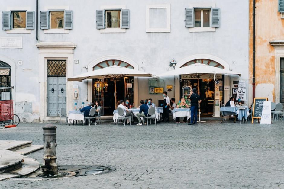 Włochy: Przy stole w restauracji mogą siedzieć tylko cztery osoby