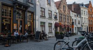 Belgia łagodzi restrykcje i otwiera w pełni gastronomię