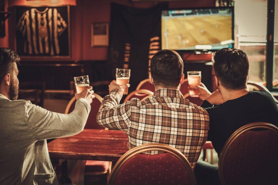 Miasta bez stref kibica. Skorzystają puby, restauracje i bary