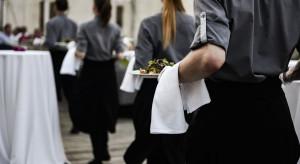 Rynek pracy w gastronomii. Lokale podkupują sobie obsługę