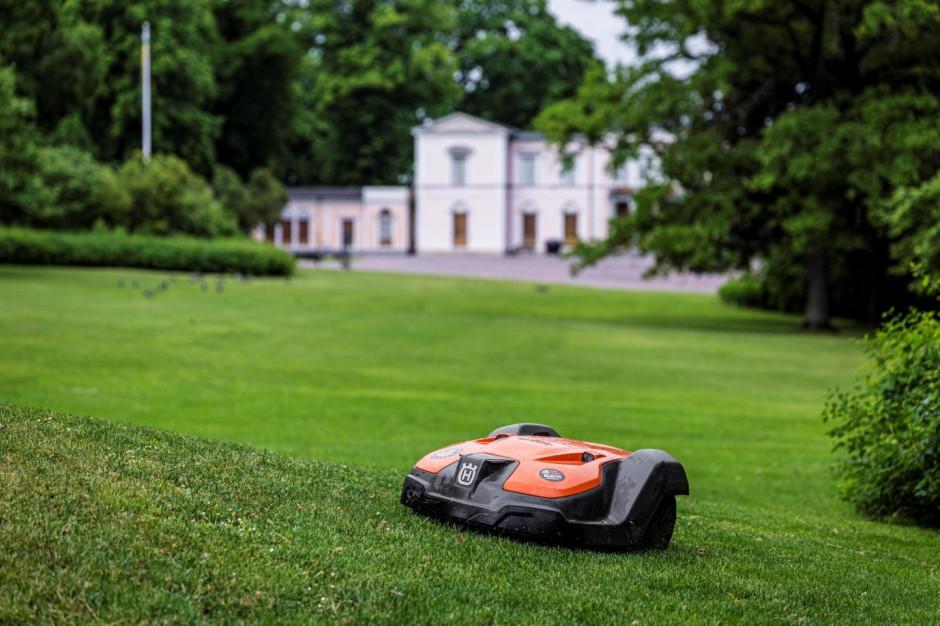 Piękny zadbany trawnik w Twoim obiekcie bez pomocy ogrodnika. Czy to możliwie?