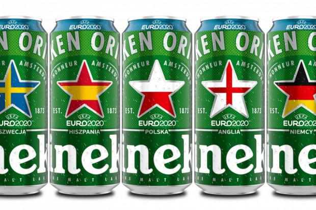 Euro 2020: Piłkarz schował butelkę Heinekena pod stołem