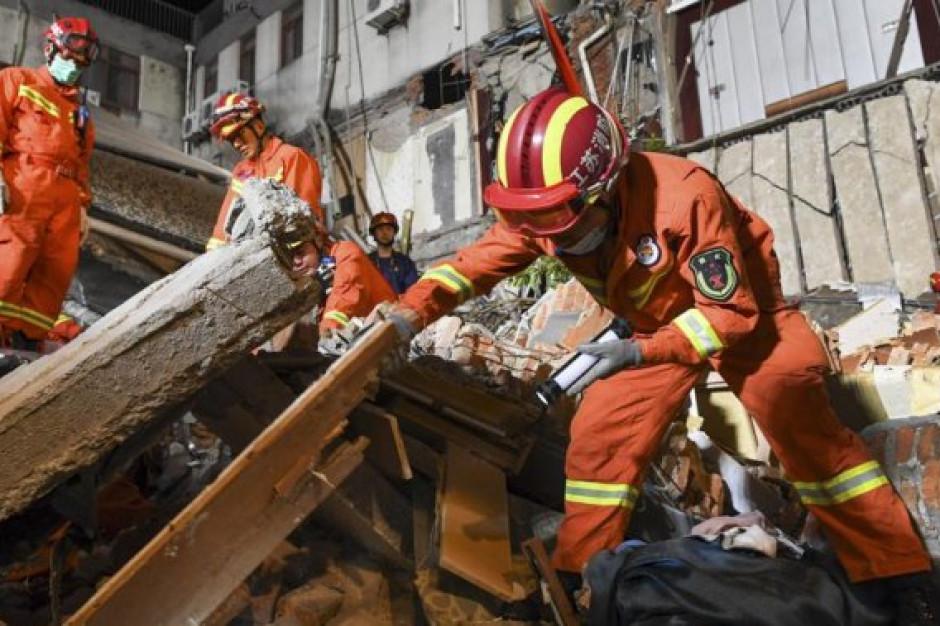 W Chinach zawaliła się część hotelu. Rośnie liczba ofiar