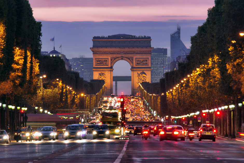 Francja: W wielu miastach manifestacje przeciwko paszportom sanitarnym