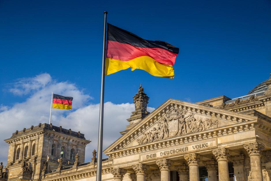 Niemcy: Restauracje tylko dla zaszczepionych przy wzroście zachorowań