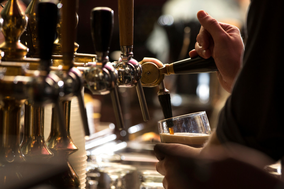 Irlandia: Puby i restauracje przyjmują gości z certyfikatem. Co jeszcze trzeba okazać?