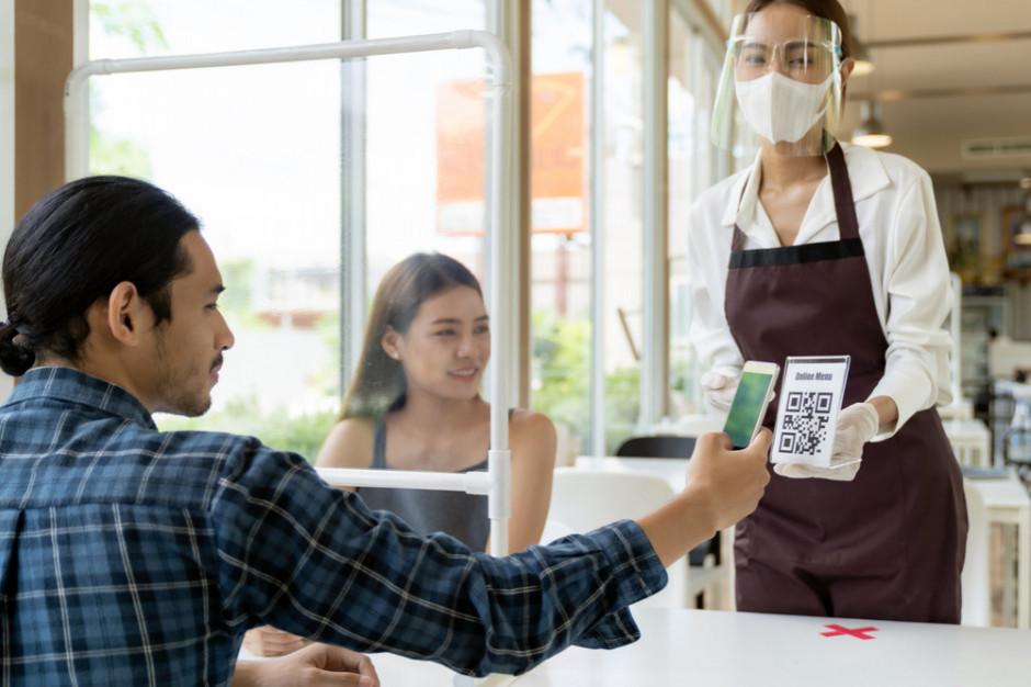Restauracje zaostrzają przepisy covidowe