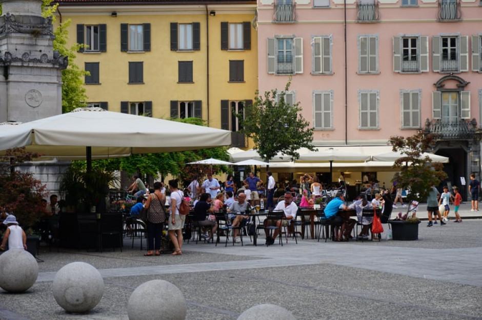Przez Green Pass we Włoszech większe kolejki przed restauracjami