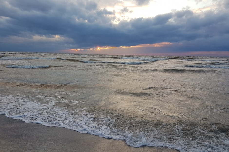 Rośnie liczba zatruć pokarmowych nad polskim morzem