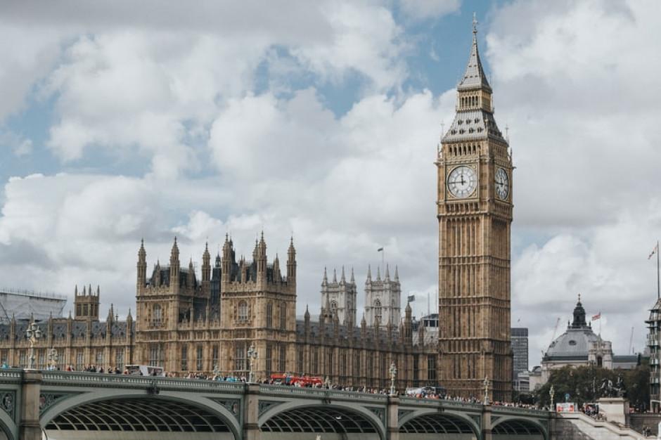 W. Brytania: prawnicy walczą o zniesienie kwarantanny hotelowej