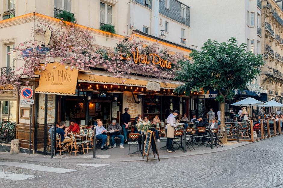 Restauratorzy z Francji nie chcą przepustek sanitarnych