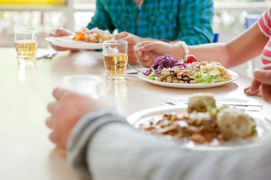 Restauracje w biurowcach i wspólne śniadania zachętą do pracy stacjonarnej