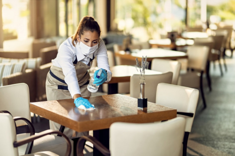 Zadłużeni hotelarze i restauratorzy. Brakuje rąk do pracy