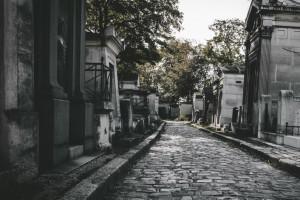 Cmentarze na Wszystkich Świętych. Kraska o możliwych restrykcjach