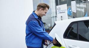 Hotele i restauracje inwestują w stacje ładowania e-pojazdów